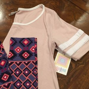BNWT LuLaRoe OUTFIT Perfect T Small & OS Leggings